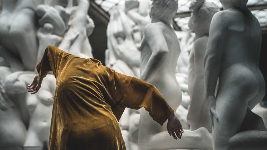 Banebrytende samtidsdans møter Vigelands klassiske skulpturer i et unikt samarbeid mellom dansekompaniet Nagelhus Schia Productions og Vigelandmuseet. (Foto: Antero Hein)