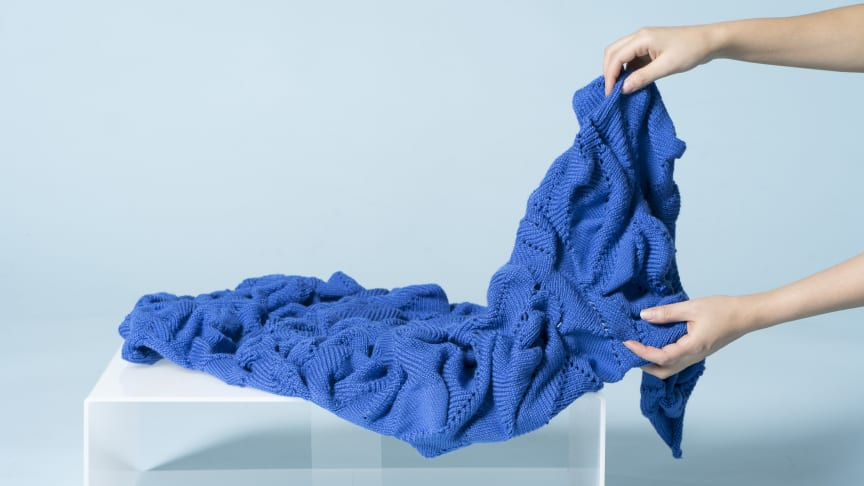 Blue Applications av Luna Gil är bara en av alla textilier som ställs ut på Stockholm Furniture Fair av Textilhögskolans textildesignstudenter.