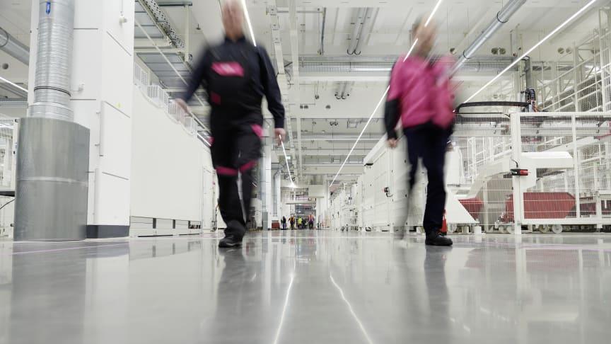 Den nya Rittal-anläggningen i Haiger tar vara på medarbetarnas kompetens för att skapa och hantera en smart fabrik.