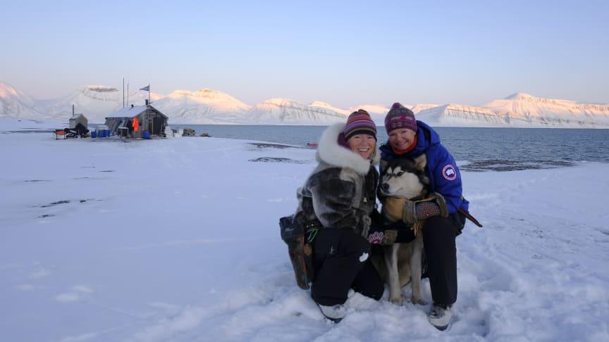 Gudmødrene til hybridskipet MS Fridtjof Nansen er de første kvinnene som noen gang har overvintret på Svalbard. Foto: Hearts in the Ice.
