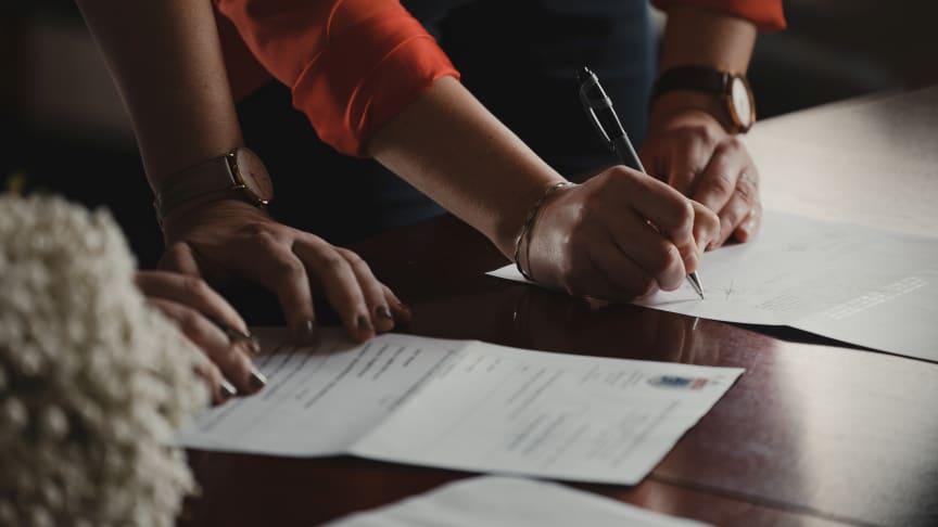 Idag överges 97,5% av påbörjade låneansökningar pga. komplicerade processer - Assently E-sign förenklar processen