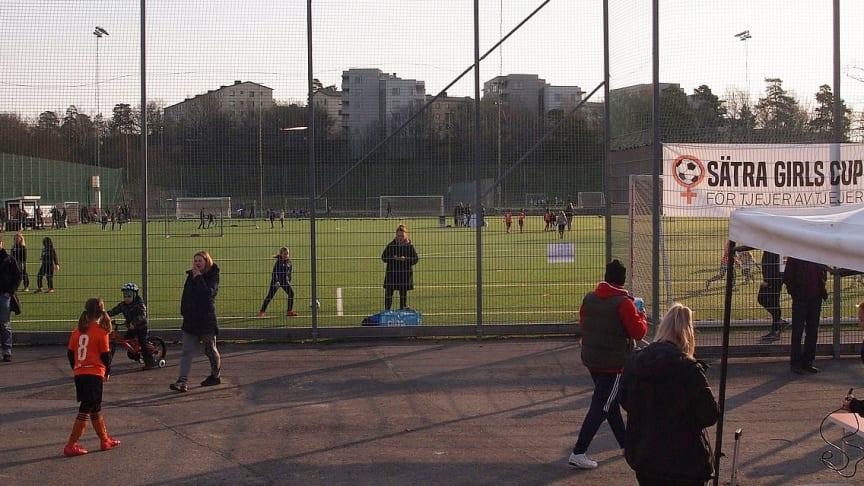 Fullt fokus på damfotboll i Intersports nya samarbete med Sätra SK