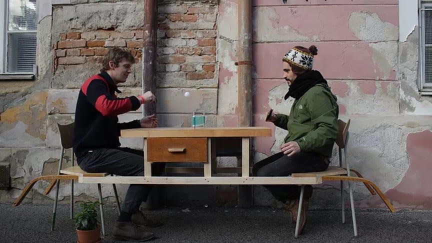 Kunstnergruppen ON/OFF har lavet byrumskunst i hele Europa. Nu skal kunstnerne lave et projekt med unge fra Trekantområdet,