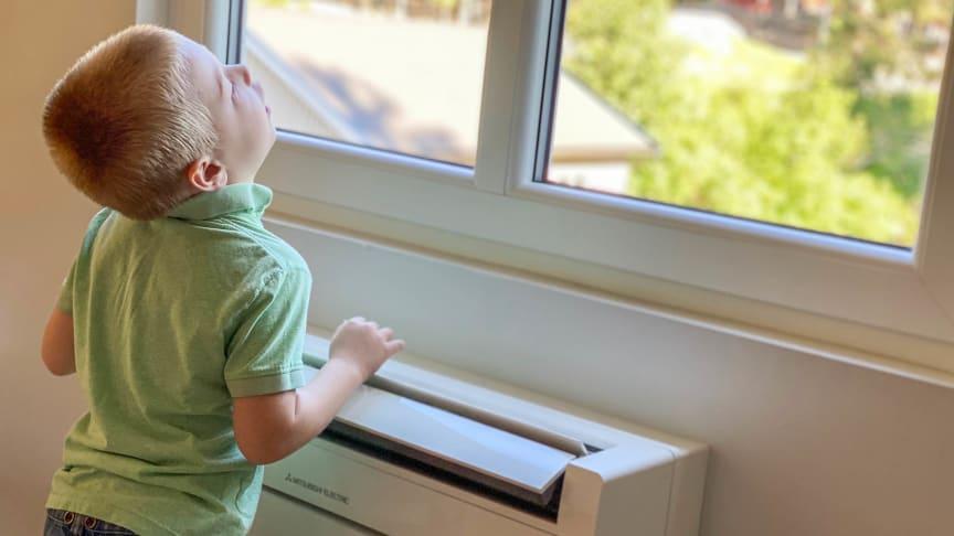Også innedelen på varmepumpe gulvmodell kan levere deilig kjølt luft