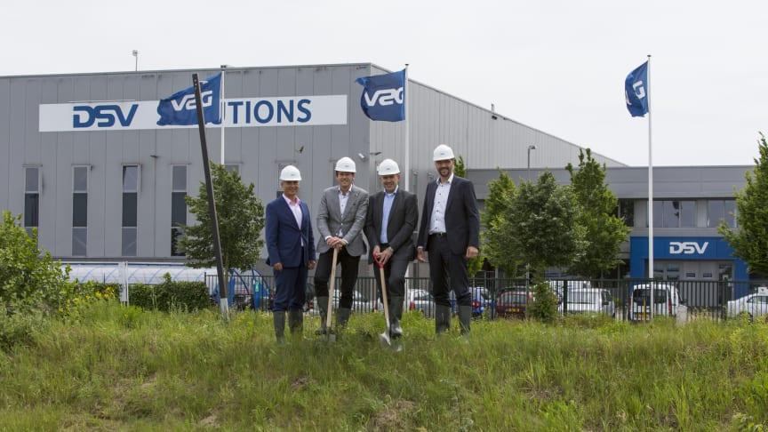 From left to right: Ruud van Heugten, Managing Director Greenport Venlo; Remco Innemee, Regional Director NL South East; Arno van Berlo, Senior Manager DSV Property; Peter van der Maas, Managing Director DSV Solutions NL