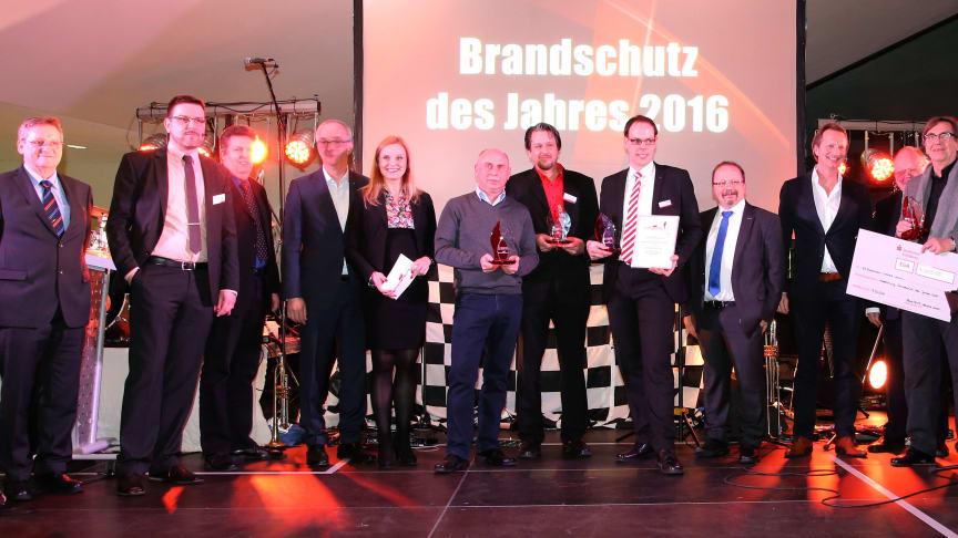 """FeuerTRUTZ verleiht Auszeichnung """"Brandschutz des Jahres 2016"""""""