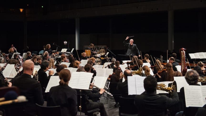 Die Basel Sinfonietta unter Leitung von Baldur Brönnimann (Foto: Susanna Drescher)