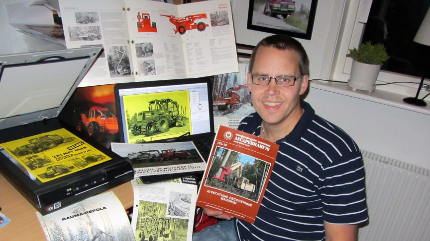 Jimmi Svensson has scanned in additional interesting documentation about older forestry machines for the Elmia Classics e-museum. He is holding a Russian brochure about a machine built on a tank chassis.