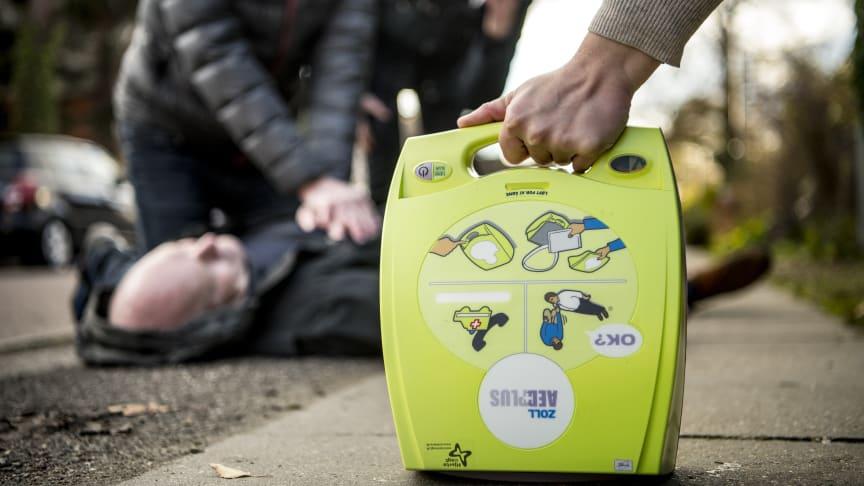 Telenor donerer 1.600 SIM-kort som en del af det nye samarbejde med Hjerteforeningen (Foto: Linda Johansen/Hjerteforeningen).