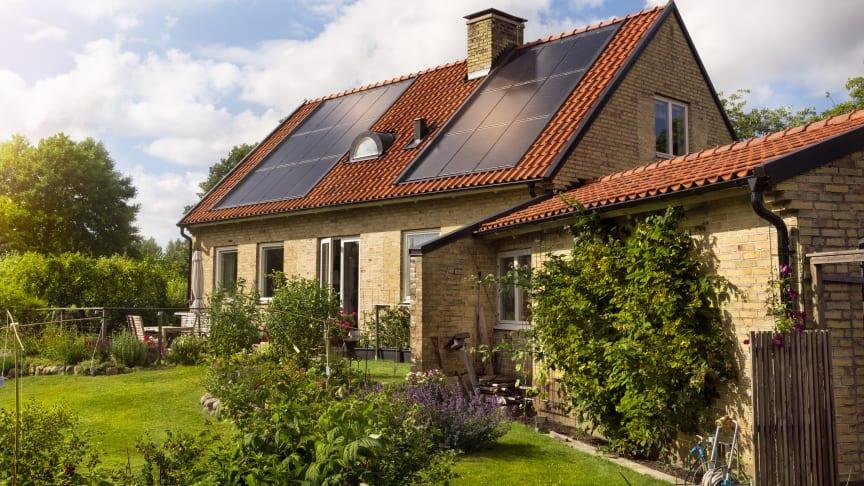 Fyra av tio husägare i en undersökning som Öresundskraft låtit genomföra, är intresserade av att skaffa solceller. Foto: Öresundskraft.