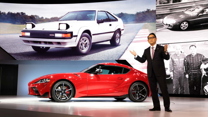 Toyotas toppsjef Akio Toyoda er hedret som Årets bilperson i verden 2021