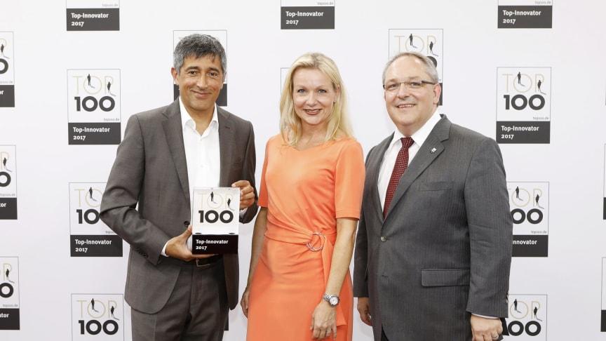 v.l.: Ranga Yogeshwar, Katrin Köster und Dr. Markus Kliffken (beide BPW) bei der Auszeichnung als TOP 100 Innovator  auf dem Deutschen Mittelstands-Summit.