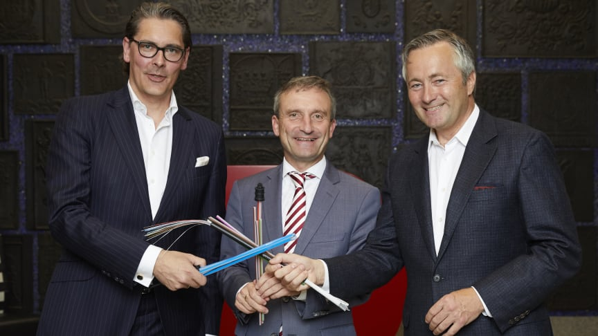 Uwe Nickl, Sprecher der Geschäftsführung Deutsche Glasfaser, Thomas Geisel,  Oberbürgermeister von Düsseldorf und Hannes Ametsreiter, CEO von Vodafone Deutschland