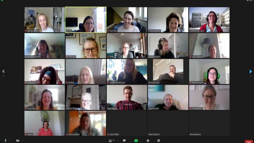 Bild från webinariet. Studenter från Högskolan Väst tillsammans med studenter från Glasgow Caledonian University.