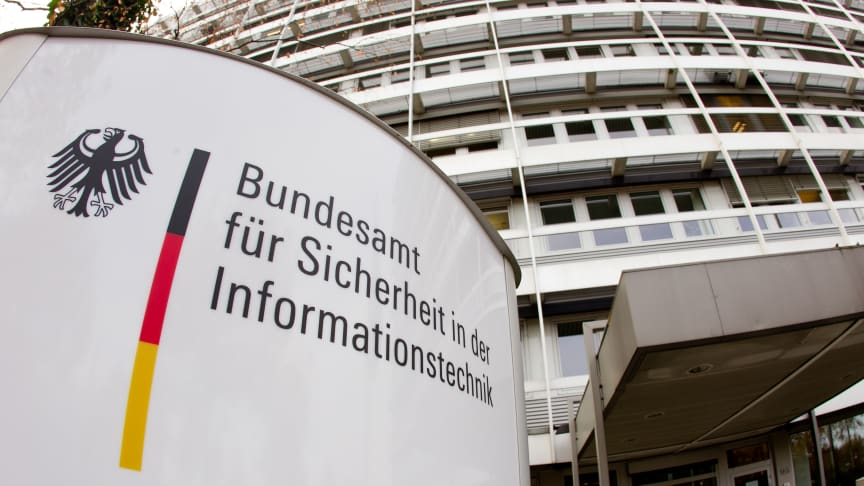 Bild:  Eingang Dienstgebäude des BSI - Quelle: Bundesamt für Sicherheit in der Informationstechnik