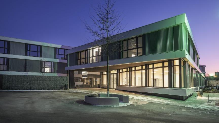 Wohnhaus? Schule? Büro? Dieses modulare Gebäude kann alles sein und sich während seiner Nutzung mehrfach verwandeln. Foto. Algeco / Schmale Architekten.