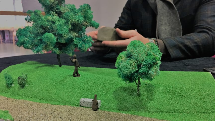 En miniatyr av de två verk som tillsammans kommer att utgöra en minnesplats för Sven-Erik Magnusson i Sandgrundsparken