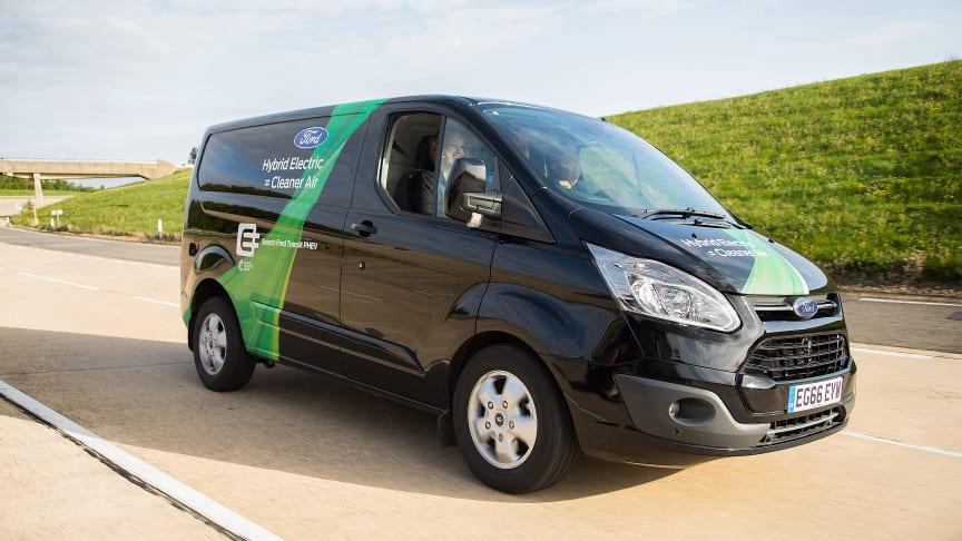 A Ford Transit Custom PHEV környezetbarát városi áruszállító programja már Valenciában is