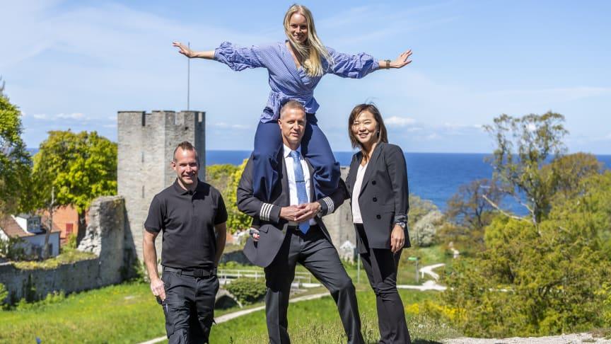 Fyra starka gotlänningar som ser till att Air Leap flyger: Christoffer Höggren – flygplanstekniker, Mathias Stenbäck – pilot, Emelie Ahlin – marknadschef, Joon Chang Hammerin – head of revenue management.