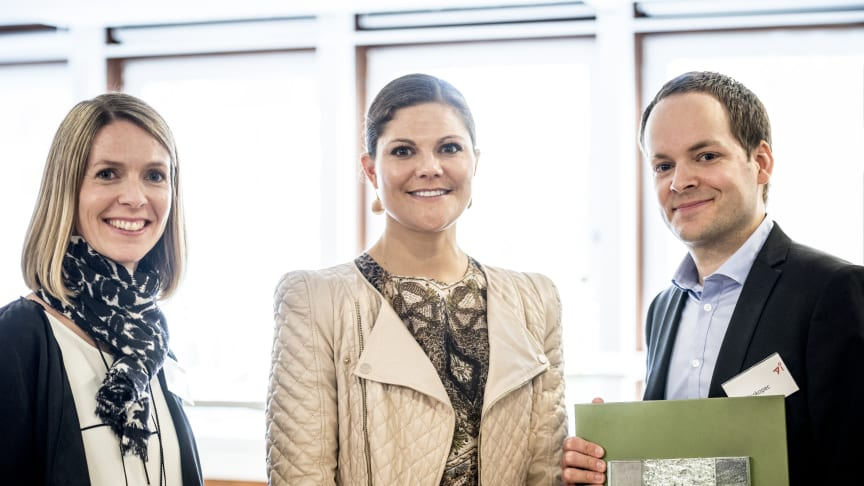 Blocket vinnare av Återvinningsindustriernas Inspirationspris – Kronprinsessan Victoria delade ut priset till Blockets VD Jan Prokopec