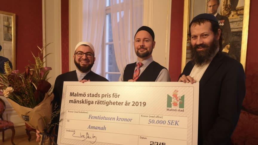 Imam Salahuddin Barakat, Ibn Rushds verksamhetsutvecklare Andreas Hasslert och rabbin Moshe-David Hacohen vid utdelningen av Malmö Stads pris för mänskliga rättigheter 2019.