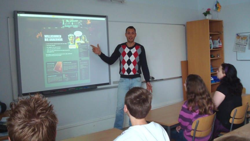 Engagerad tysklärare utvecklar språkövningar som stimulerar olika inlärningsstilar
