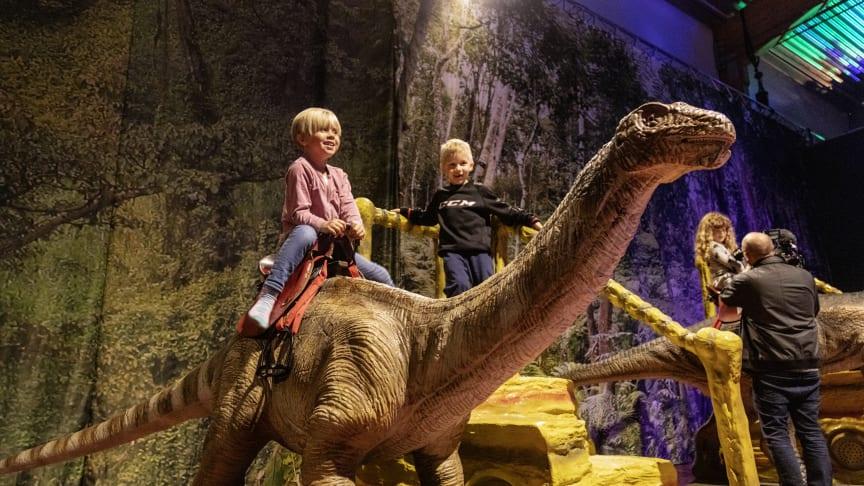 Lär, upplev, inspireras och upptäck på dinosarieutställningen i Skellefteå.