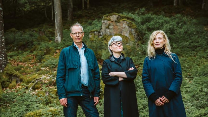 I gläntornas ljus- tre starka kreatörer och Norrvikens trädgårdar skapar magi. Fr vä Gunnar Kaj, Bea Szenfeld, Karin Wiberg. Foto: Lena Evertsson
