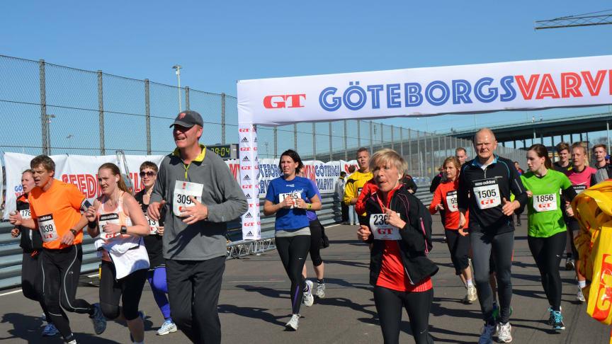 Tusentals löpare sprang in våren på racingbanor i helgen