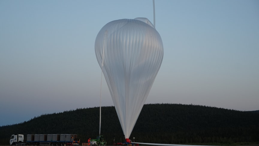 Klockan 22.00 den 16 augusti skickades en fransk stratosfärballong upp till drygt 30 kilometers höjd från Esrange med kameror från Institutet för rymdfysik (IRF) för studier av nattlysande moln. Experimentet blev lyckat. Foto: Peter Dalin, IRF