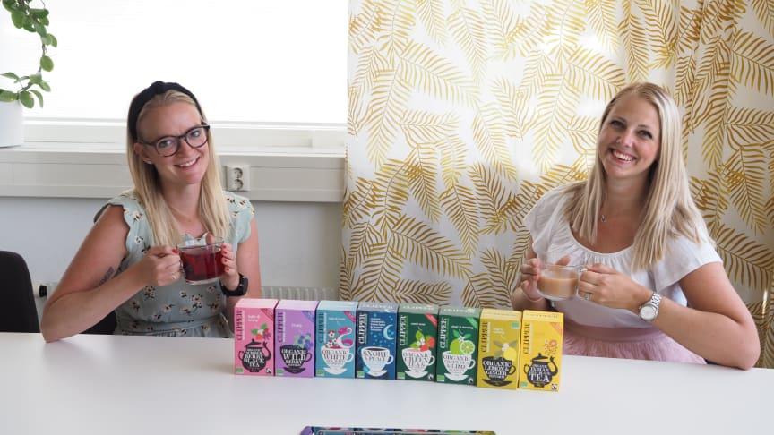 Brand Manager Maria Hoffsten och KAM Marie-Louise Larsson med Clippers teer