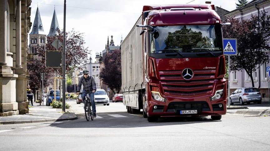 Cyklister och fotgängare på bilens högra sida är svåra att upptäcka för den som kör lastbil.