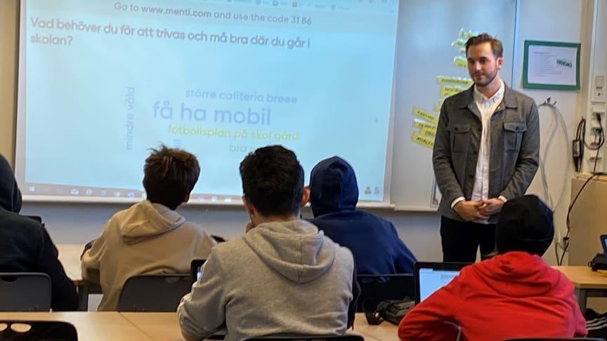 En av frågorna som Karlstads unga fått svara på är vad man behöver för att trivas i skolan.