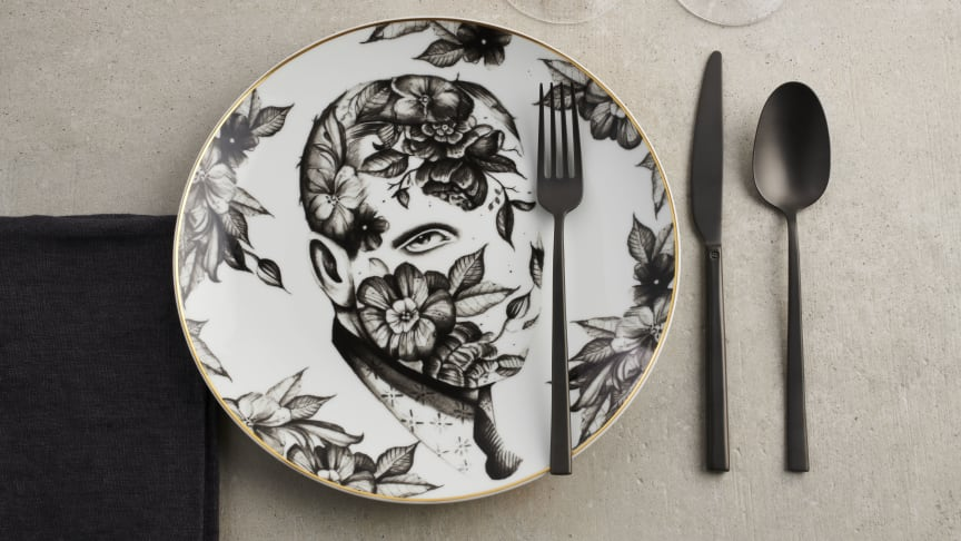 """Perfect Match: the new Sambonet cutlery """"Rock"""" in combination with """"Cilla Marea"""", the Rosenthal collection by Italian tattoo artist Pietro Sedda."""