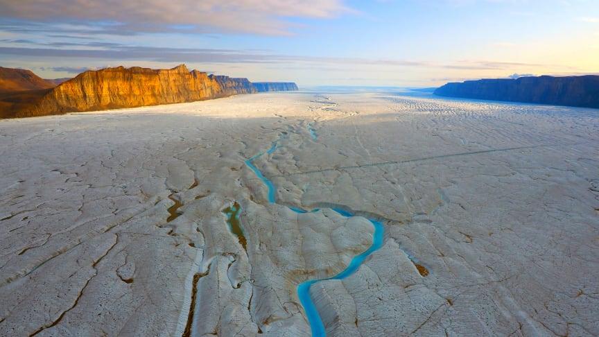 Helikoptervy över Ryderglaciärens istunga. Foto: Martin Jakobsson