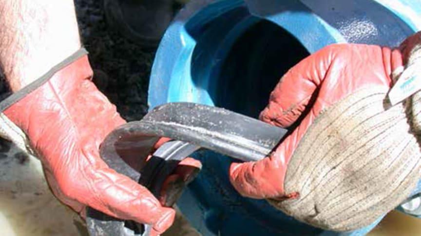 SVU-rapport 2014-04: Livslängdsbedömning av gummiringsfogar hos VA-ledningar (Rörnät & Klimat)