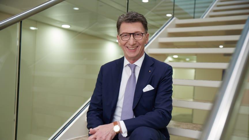 """Freut sich über einen ersten Platz bei den """"Champions der digitalen Transformation"""": Ulrich Leitermann, Vorsitzender der Vorstände der SIGNAL IDUNA."""
