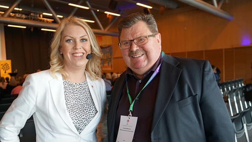 Lena Hallengren,Barn- äldre- och jämställdhetsminister och Lennart Magnusson, verksamhetschef Nka