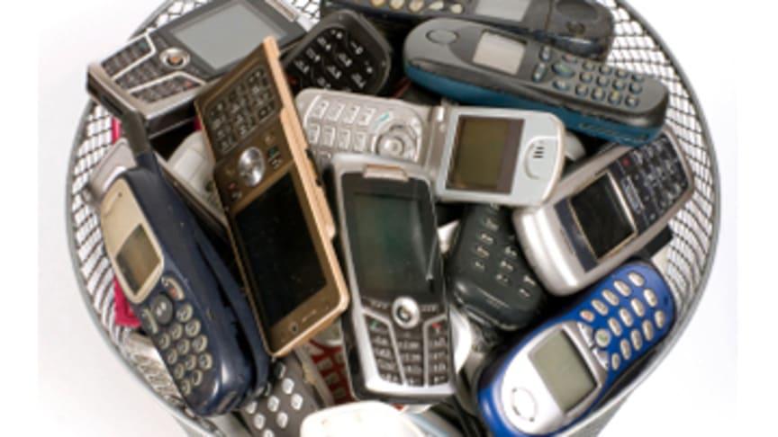 Ny undersökning: Miljontals gamla mobiler i svenska byrålådor