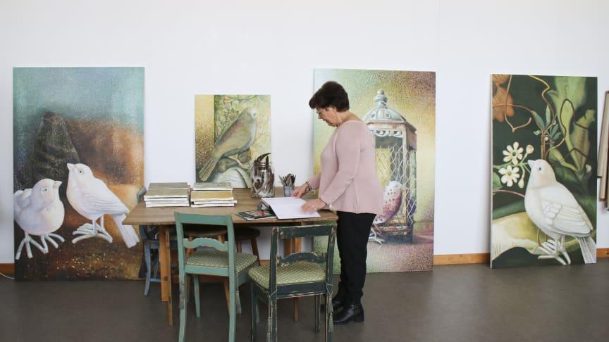 Ingrid Ohrberg i sin ateljé i Sösdala. Foto: Shadi Andersson