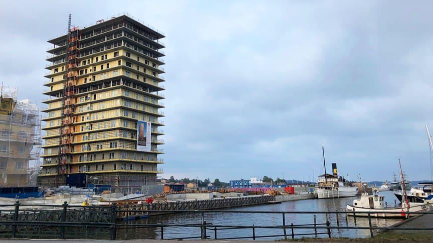 Skandinaviska Områdesskydd monterar glasräcken i nya Norrtälje hamn
