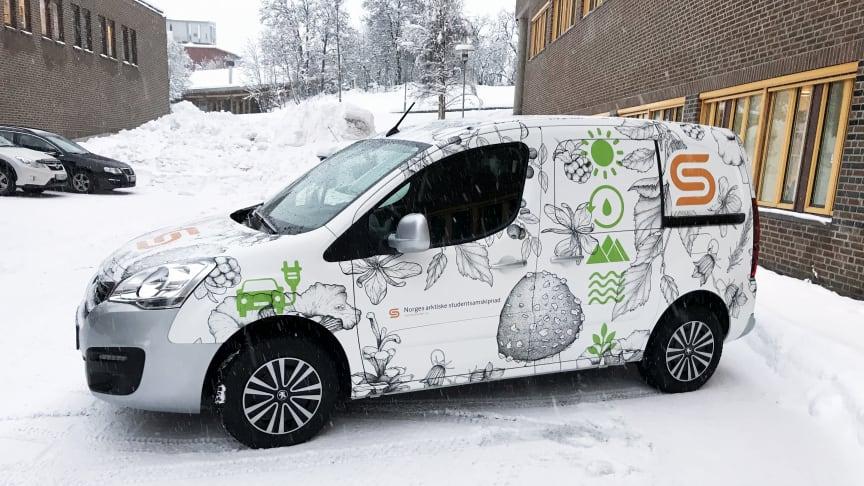 De nye el-bilene har fått foliering med komponenter fra naturen.
