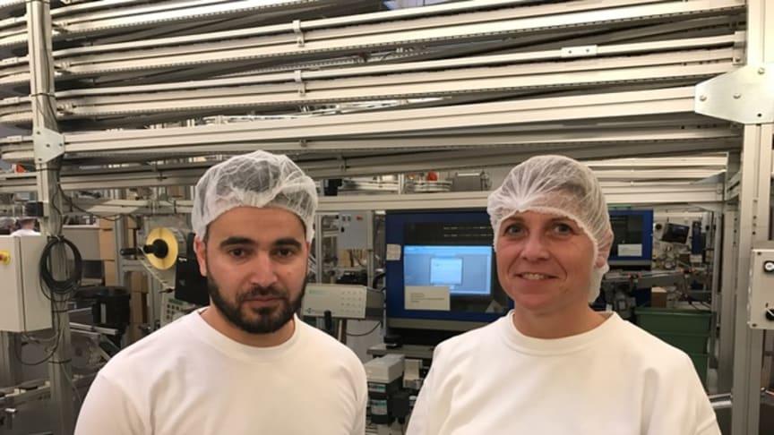 Fabrikschef Gitte Olesen og Khaled Mohamed Aljeez