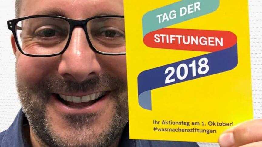 Der Erfinder und sein Hashtag. Carsten Frederik Buchert und #WasMachenStiftungen.