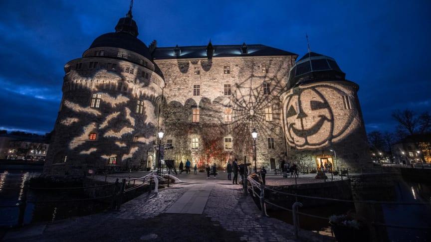 Örebro slott har pyntet seg for høstgjestene. Foto: Örebro Kompaniet.