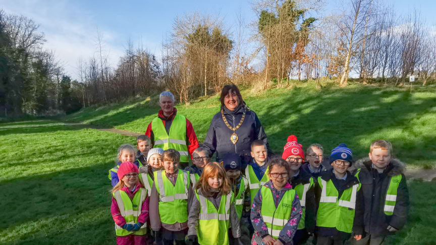 Mayor Maureen Morrow, Brian Poots (NIFSA) and pupils from Glynn Primary School at Jubilee Park.