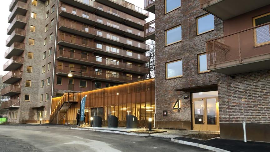 Kvarteret Rosengången i Mölnlycke Fabriker med närhet till trevliga promenadstråk i Wendelsbergsparken, vid Skogsleken och Massetjärn bjuder på trivsamma, moderna hyreslägenheter på ett till fyra rum och kök.