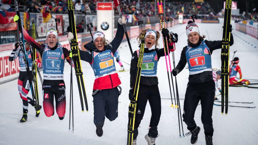 JUBEL: De norske skiskytterkvinnene har gjort rent bord i verdenscupstafettene denne sesongen. Fredag sikret Marte Olsbu Røiseland ny seier i Ruhpolding. Foto: Sondre Eriksen Hensema/Norges Skiskytterforbund