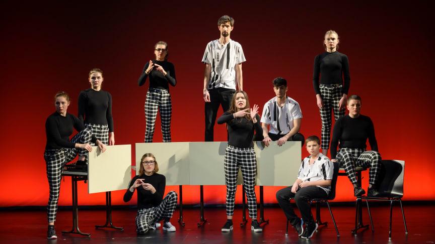 """Wütender Tanz begeisterte Publikum – Aufführung des Cochlear Tanztheaterstückes """"#wutuplikethis"""" (Foto: Cochlear Deutschland 2020)"""