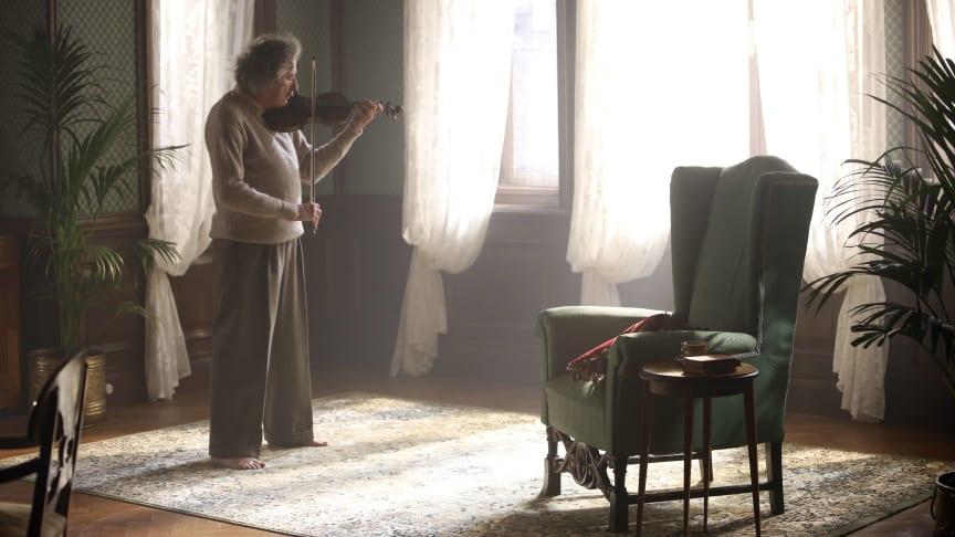 Geoffrey Rush som Albert Einstein i den hyllade dramaserien Genius: Albert Einstein på National Geographic.